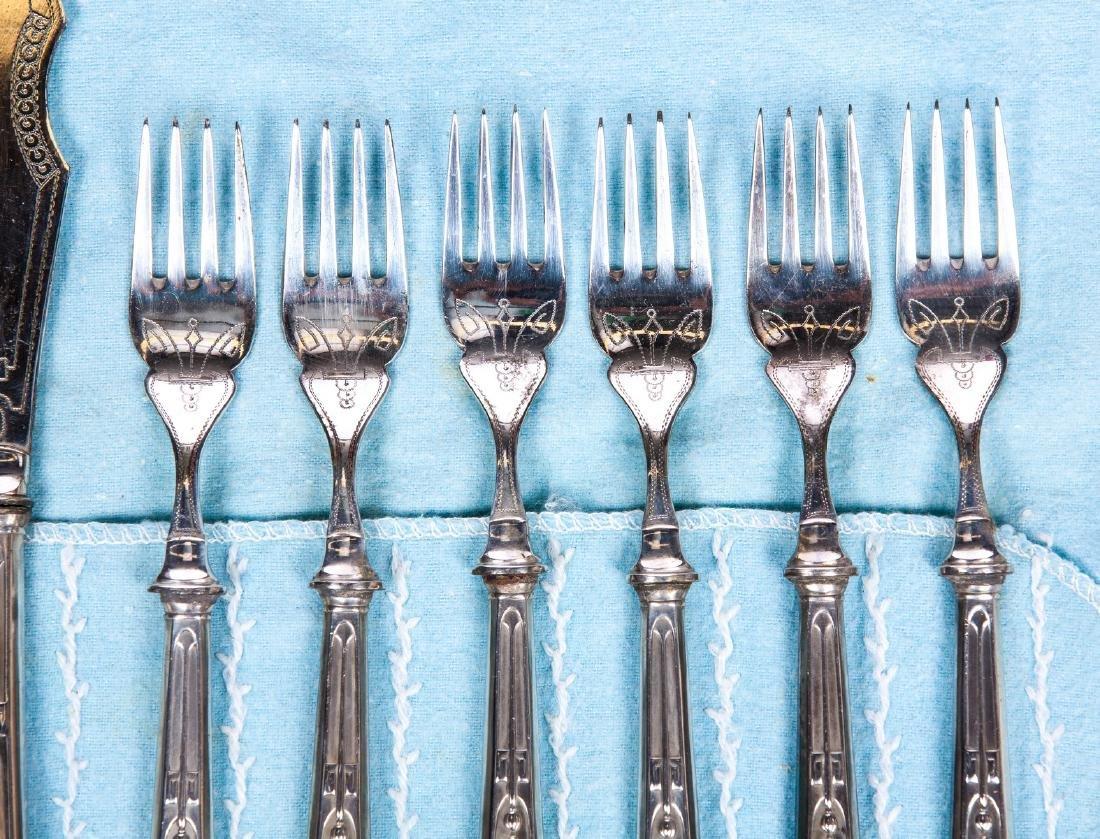 VINTAGE SET OF 12 SILVER PLATE KNIVES AND FORKS - 2