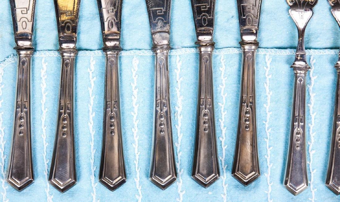 VINTAGE SET OF 12 SILVER PLATE KNIVES AND FORKS - 3