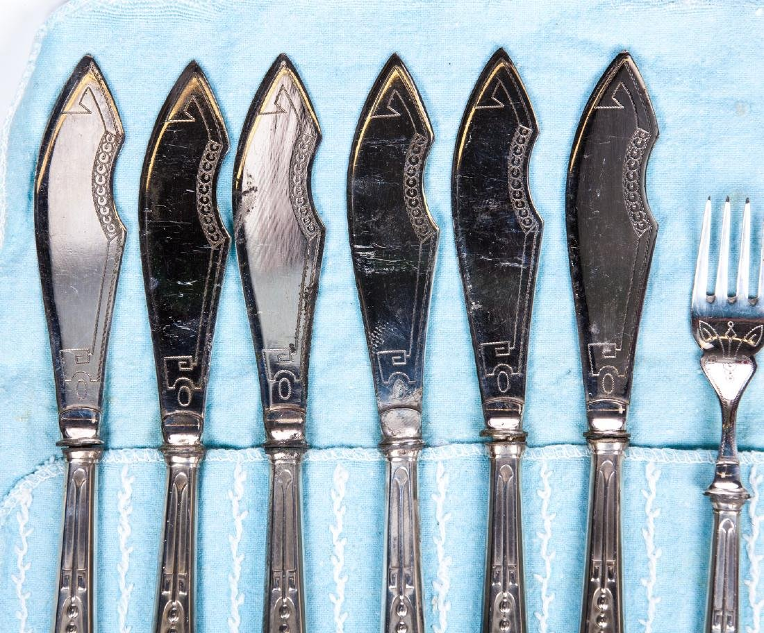 VINTAGE SET OF 12 SILVER PLATE KNIVES AND FORKS - 4
