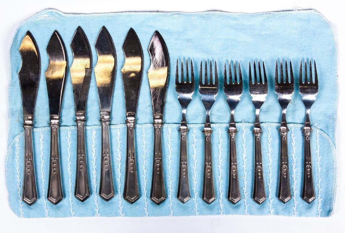 VINTAGE SET OF 12 SILVER PLATE KNIVES AND FORKS - 5
