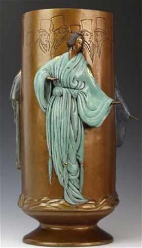 Erte tanagre bronze for Vase antique romain