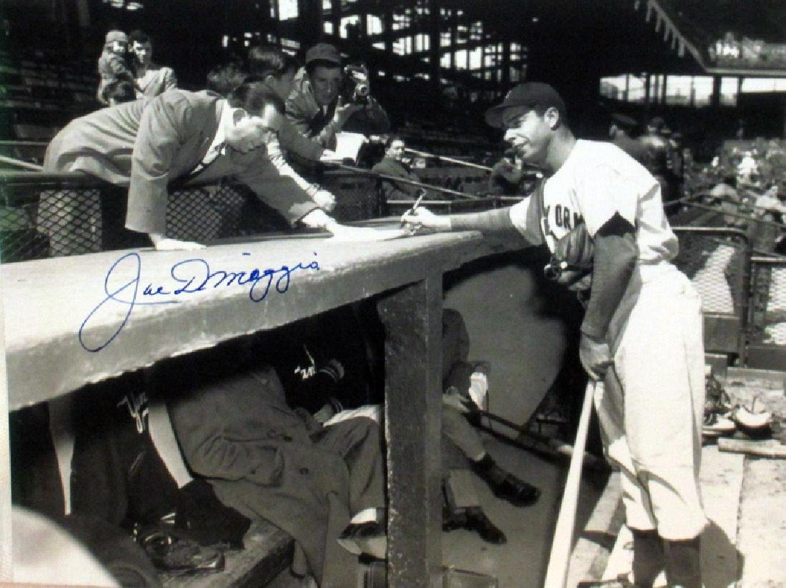 memorabilia Joe DiMaggio 8x10 Autogrpahed Photo