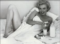 Andre De Dienes, Marilyn Monroe, Breakfast in Bed 1953