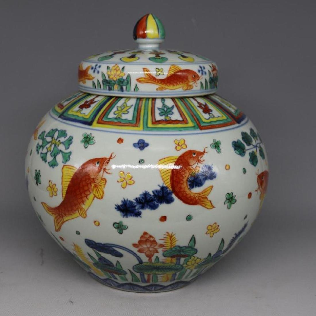 Chinese Ming Dynasty Jiaqing Time Porcelain Jar With