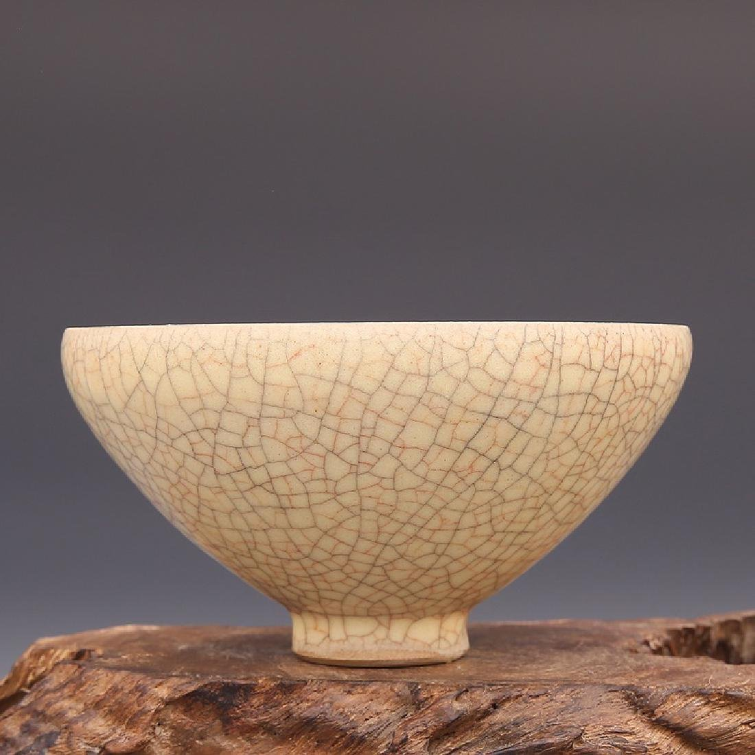 Chinese Song Dynasty Ge Ware Cracked Pattern Porcelain