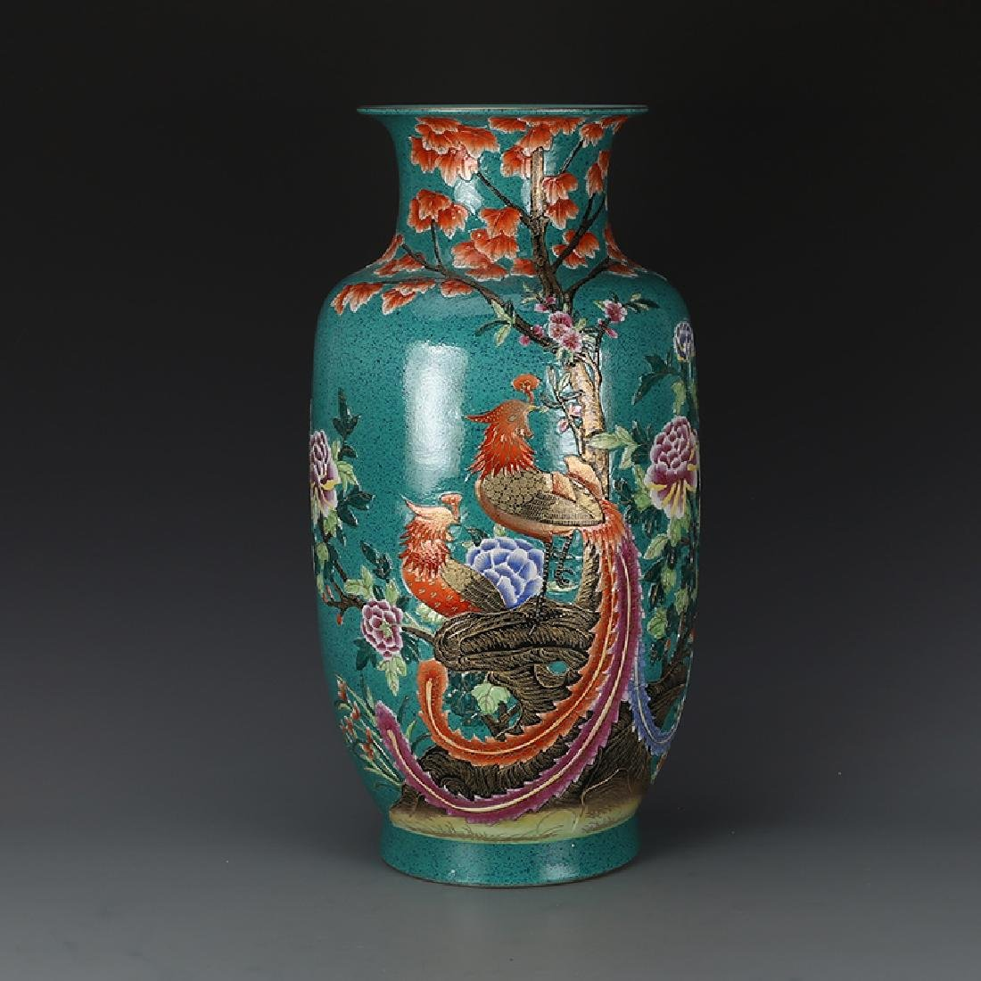 Chinese Qing Dynasty Qianlong Time Porcelain Vase With