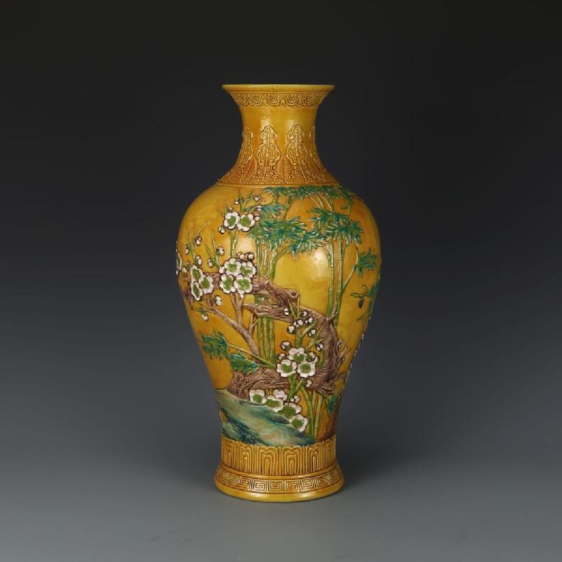 Chinese Qing Dynasty Qianlong Time Yellow Glaze