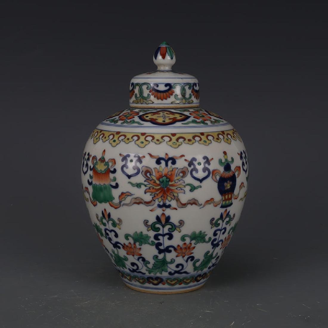 Chinese Qianlong Time Porcelain Jar With Lid