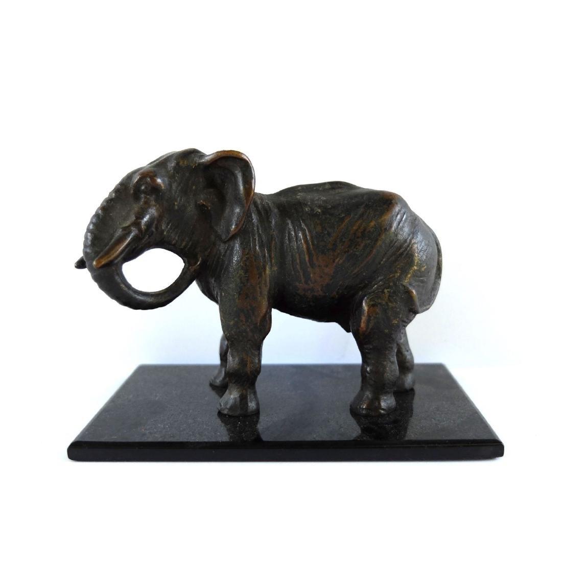 A FINE ANTIQUE BRONZE SMALL ELEPHANT STATUE FIGURINE