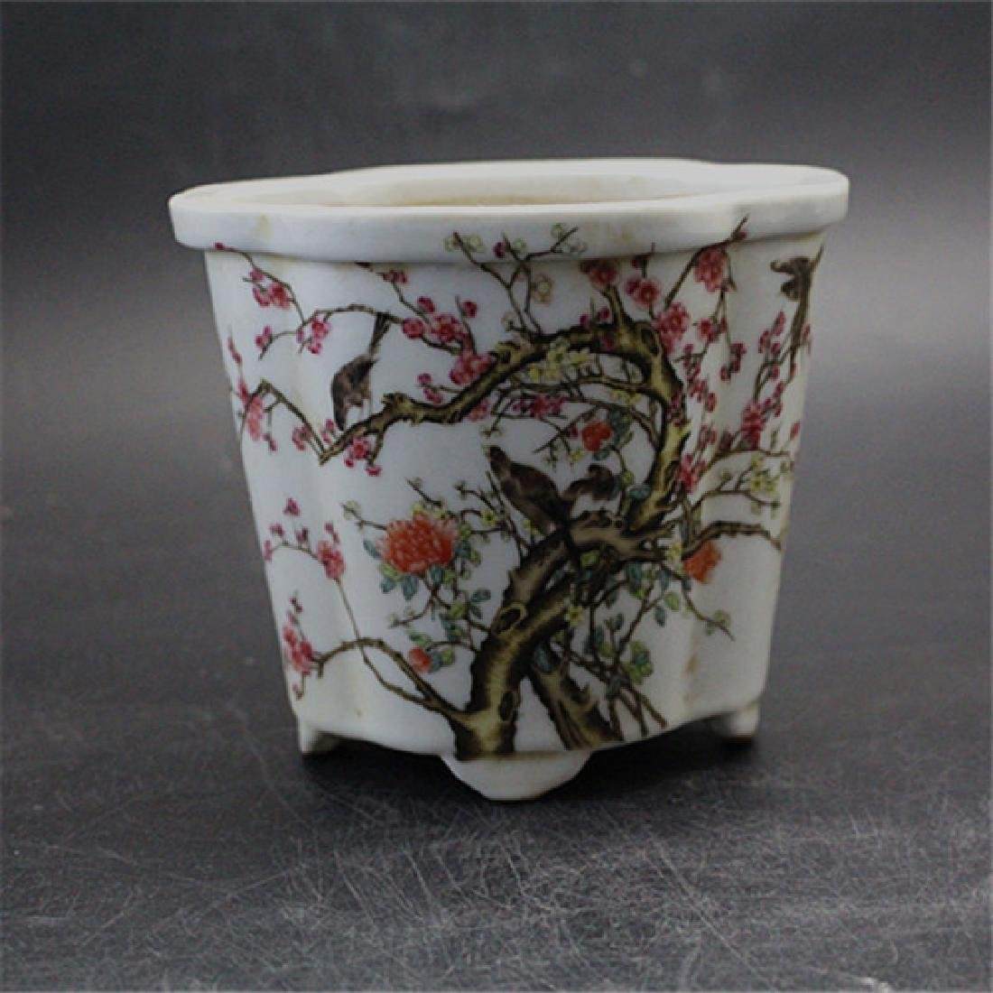 Chinese Antique Famille-Rose Porcelain Flower Pot