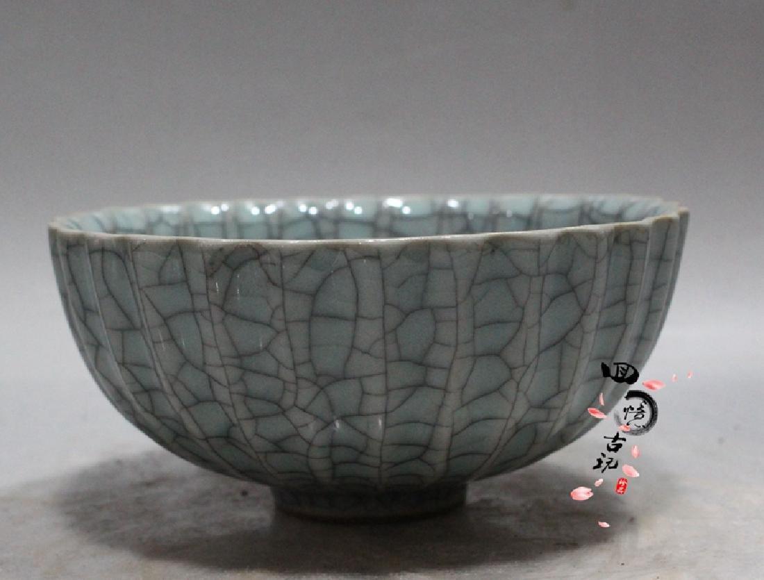 Chinese Antique Crackle Glaze Porcelain Bowl
