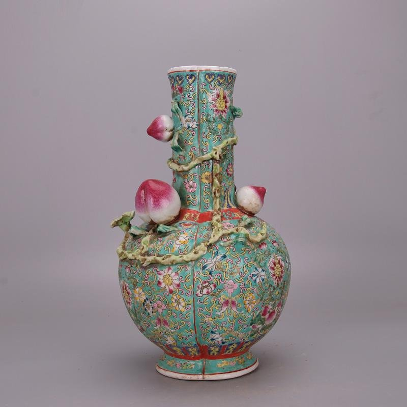 Chinese Qing Dynasty Famille-Rose Porcelain Vase with