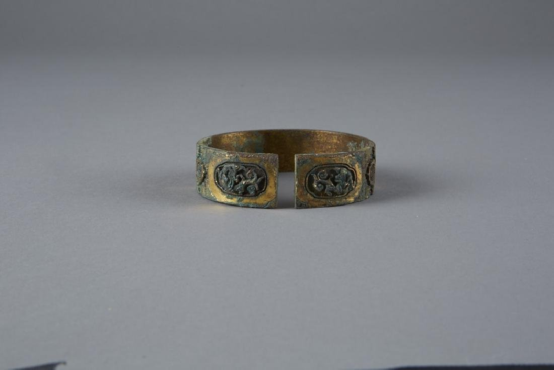 Chinese archaic Gilded Bronze Bangle pre-Ming - 4