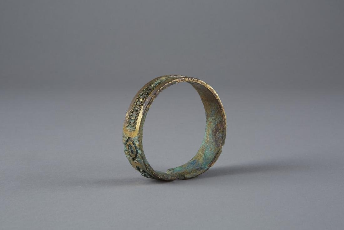 Chinese archaic Gilded Bronze Bangle pre-Ming - 5