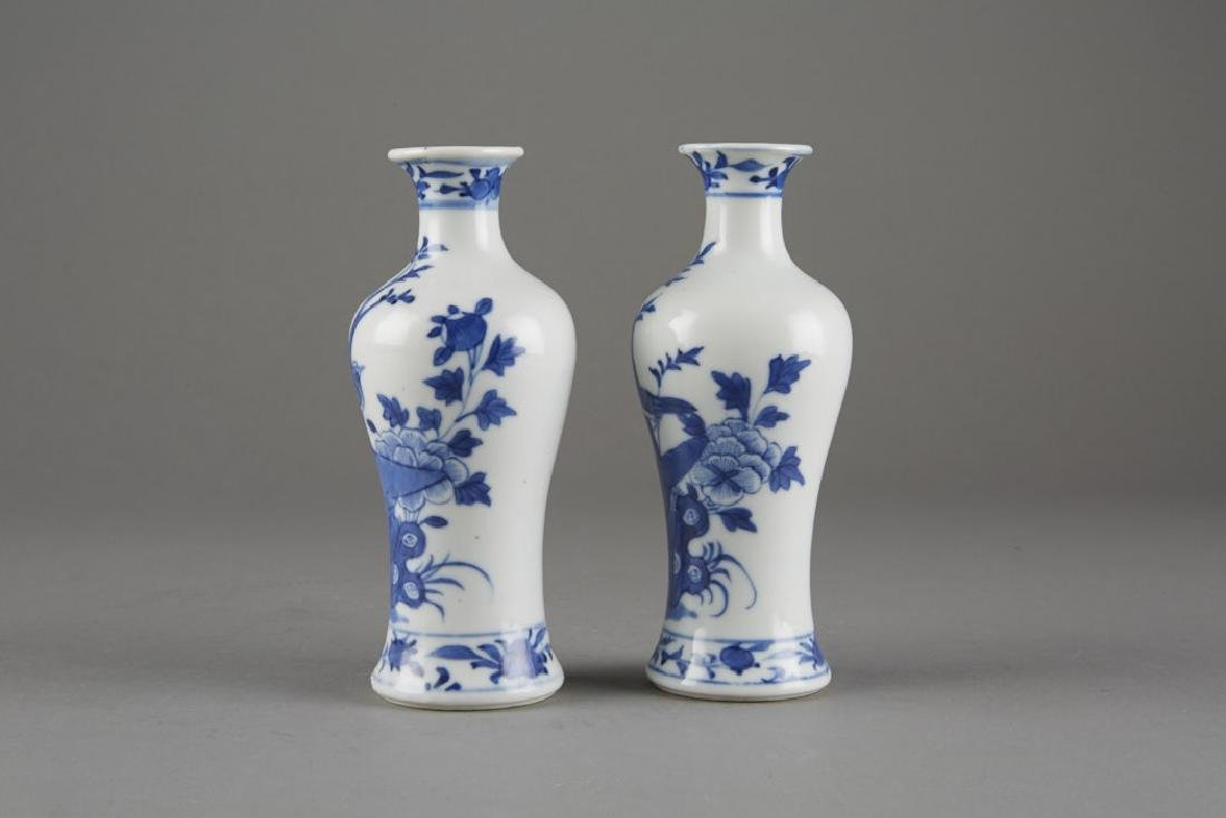 Chinese Kangxi Export Porcelain Pair of Vases - 2