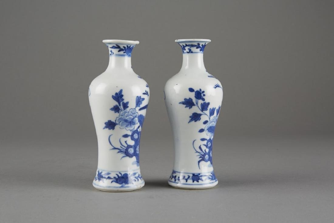 Chinese Kangxi Export Porcelain Pair of Vases - 4