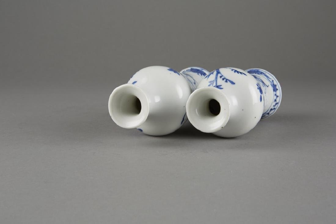 Chinese Kangxi Export Porcelain Pair of Vases - 6