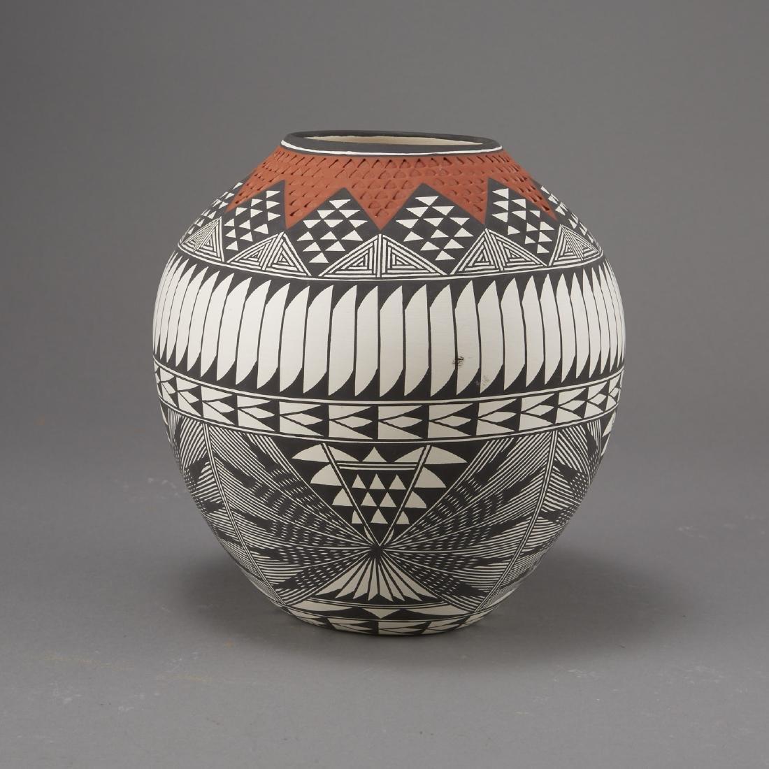 6 Pueblo Pottery Pots incld Fragua, Nez, Medina - 10