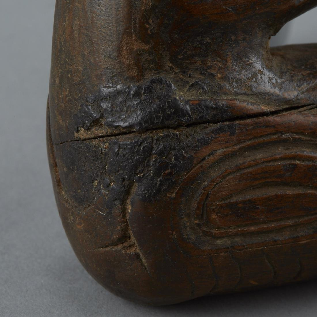 Important Hand Carved Tlingit Wood Raven Pipe - 10