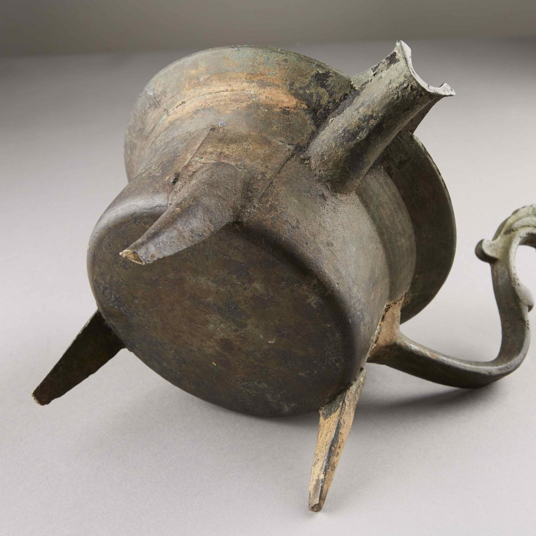 Chinese Bronze Han Dynasty Tripod Cooking Vessel - 10