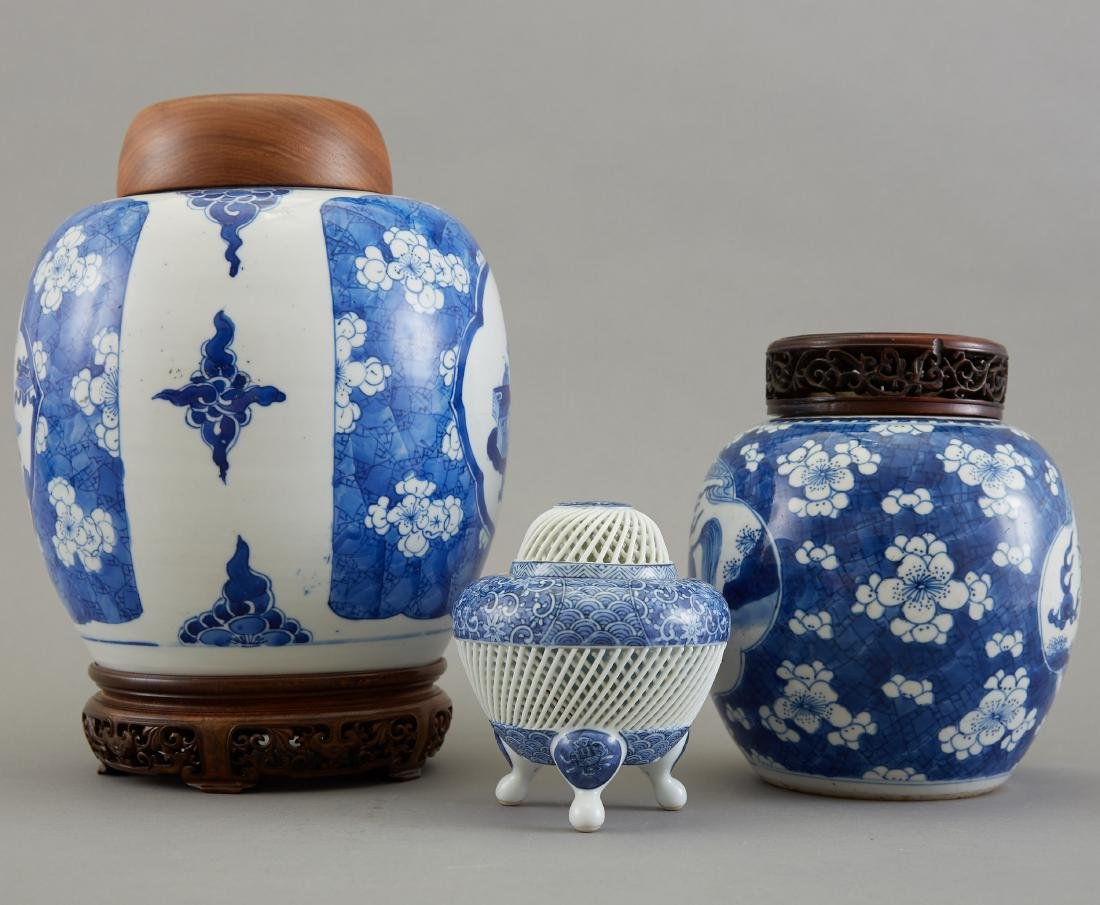 Group of 3 Pieces Chinese Blue and White Porcelai - 2