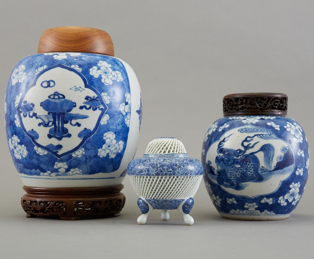 Group of 3 Pieces Chinese Blue and White Porcelai - 4