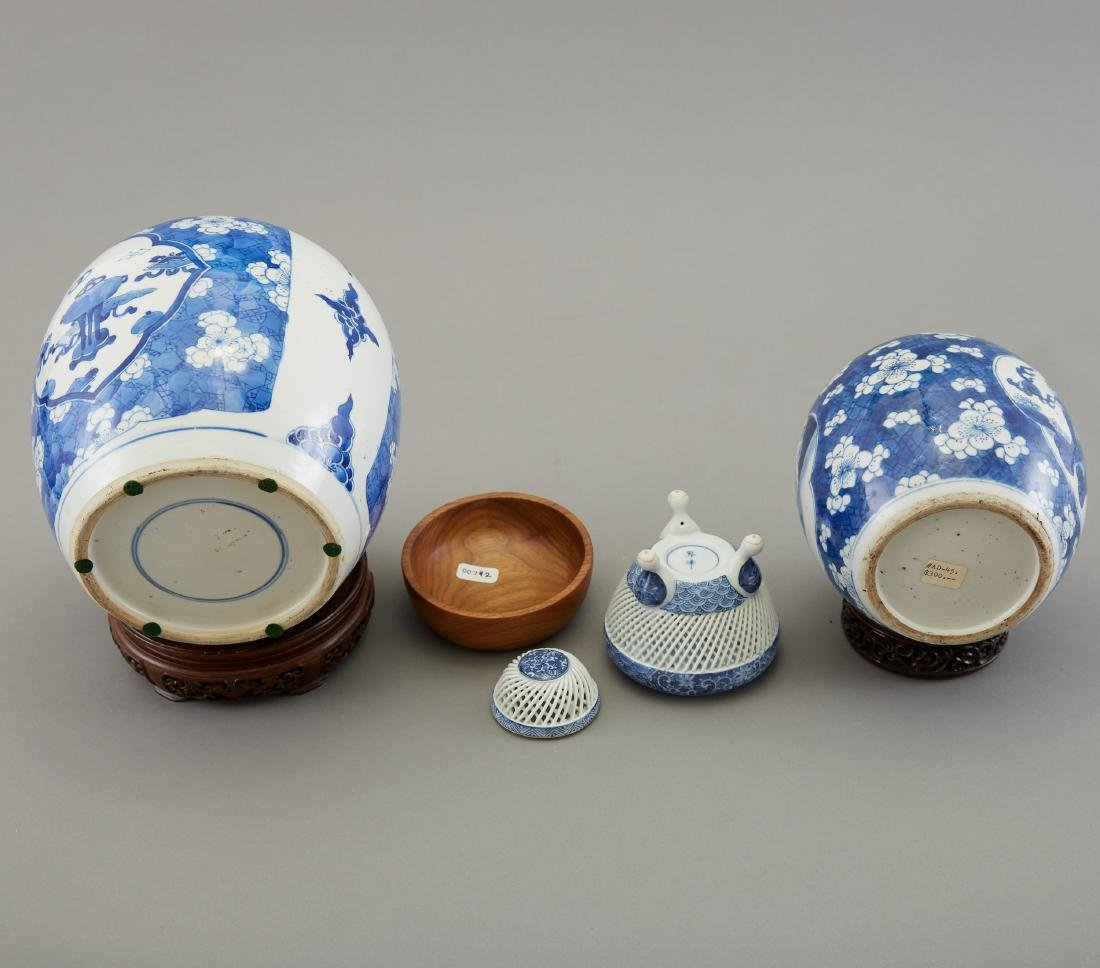 Group of 3 Pieces Chinese Blue and White Porcelai - 5