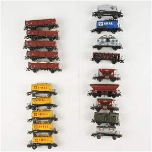 Grp: 19 Marklin Scale Train Rail Cars