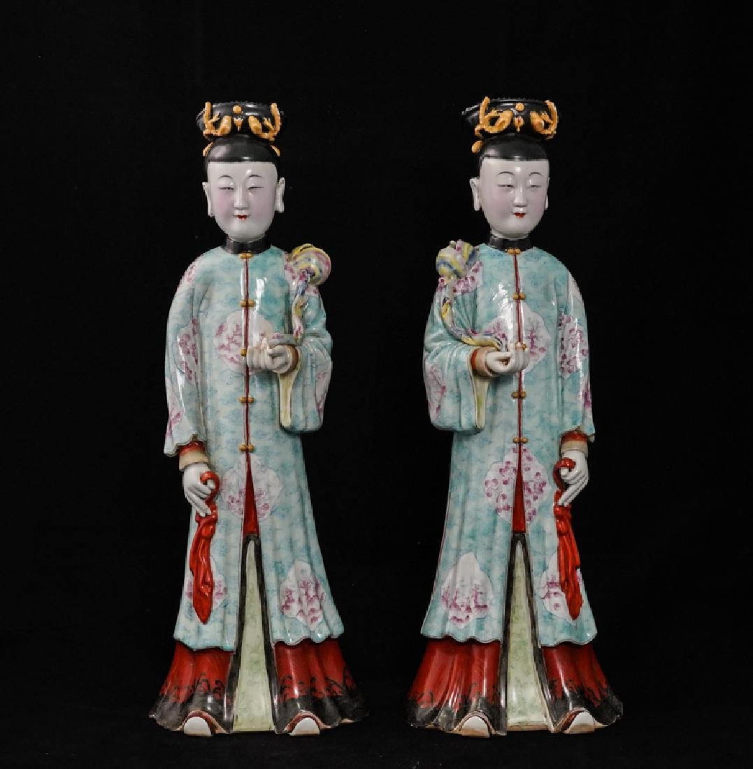 LARGE PAIR OF CHINESE FAMILLE ROSE PORCELAIN