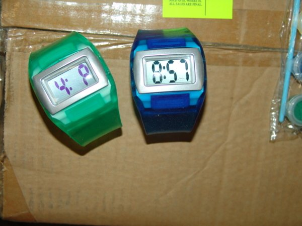 1023: GUMMY WATCH Cool watch features a gummy style ban