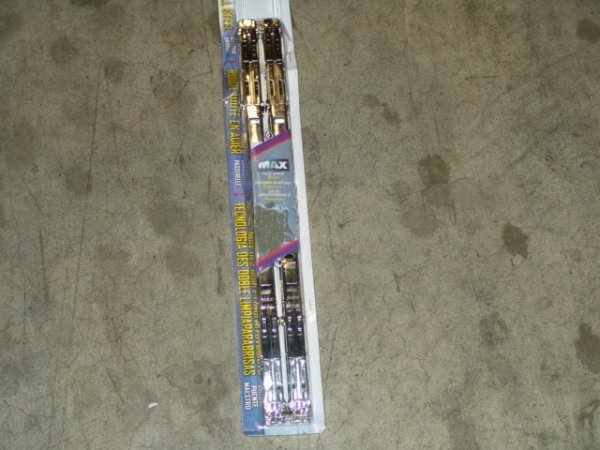 2015: CARBON CHROME DOUBLE WIPER BLADES 18 INCH 76189