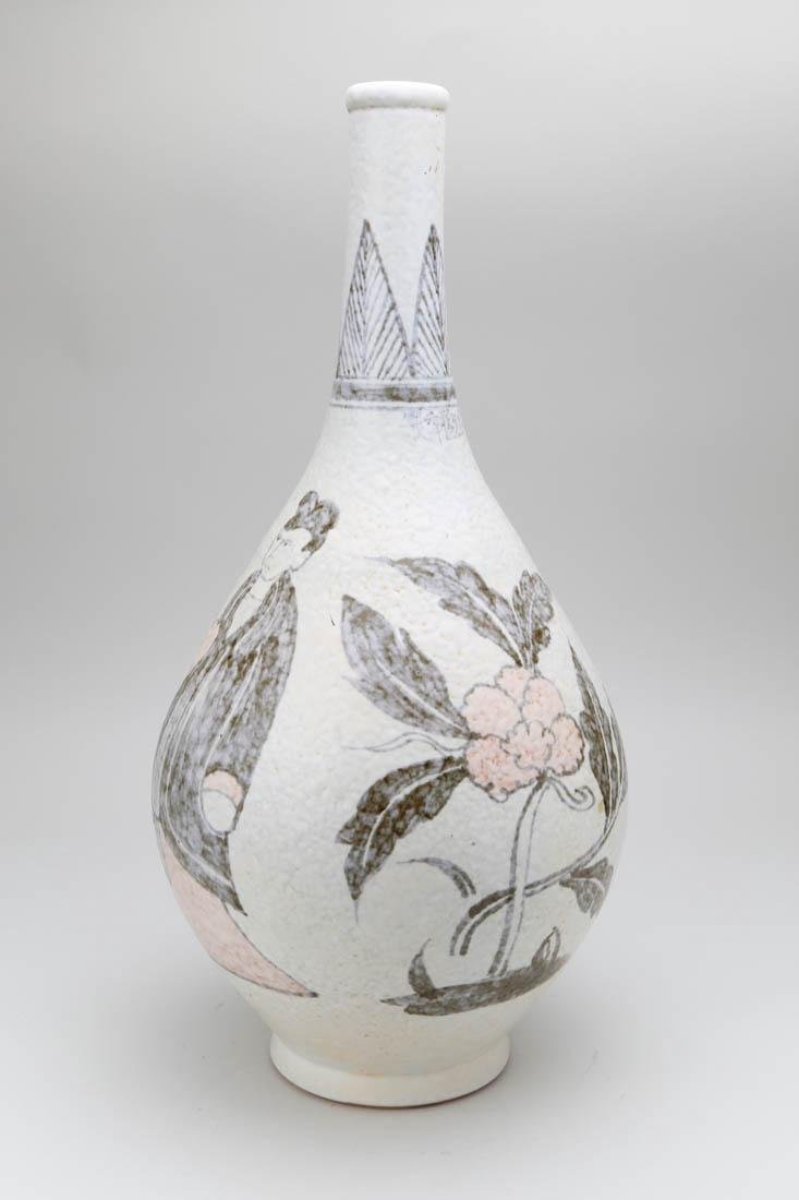Chinese porcelain vase with painting