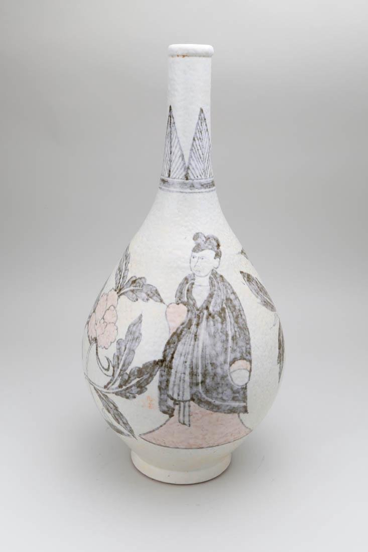 Chinese porcelain vase with painting - 2