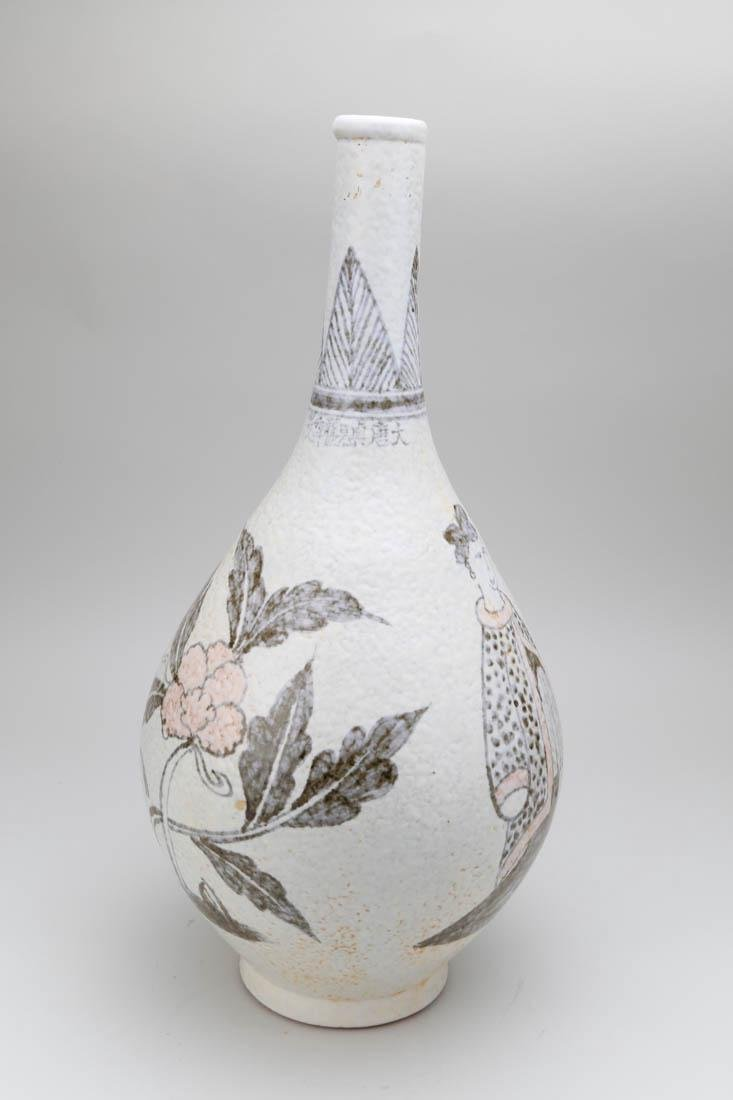 Chinese porcelain vase with painting - 4