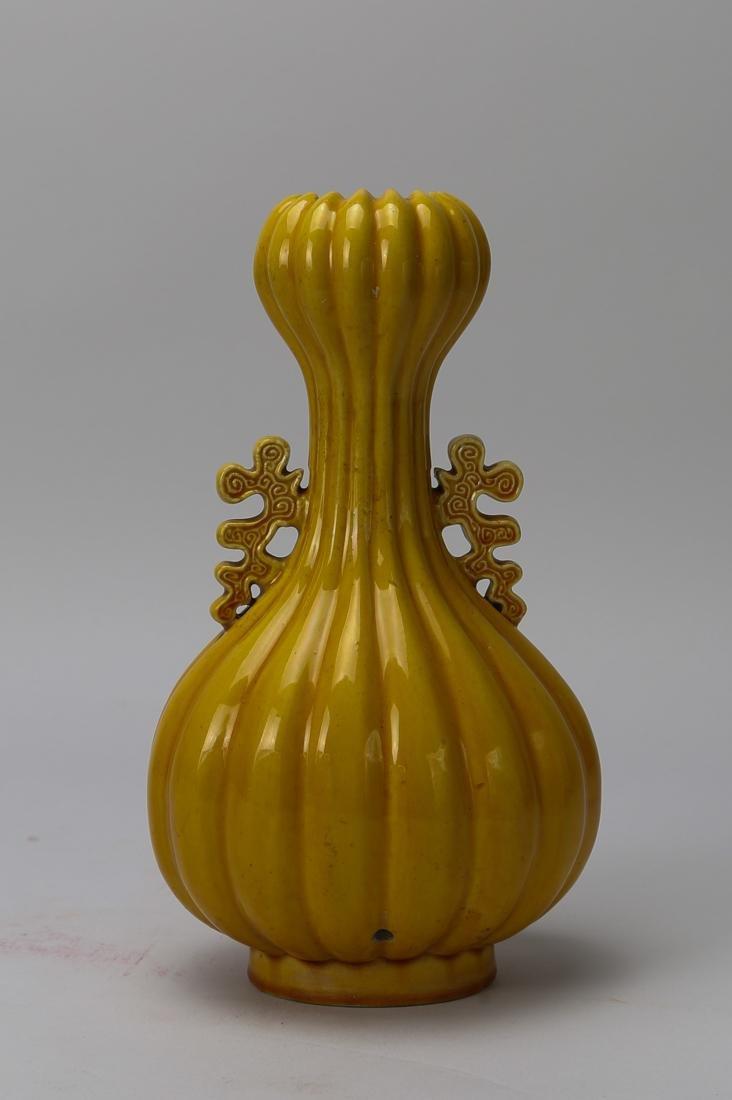 Qing dynasty yellow glaze head of garlic bottle