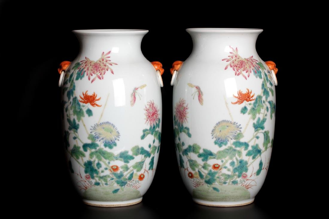 A pair of 19-20c porcelain vases