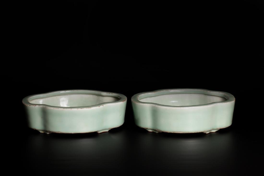 A pair of 18c porcelain pots