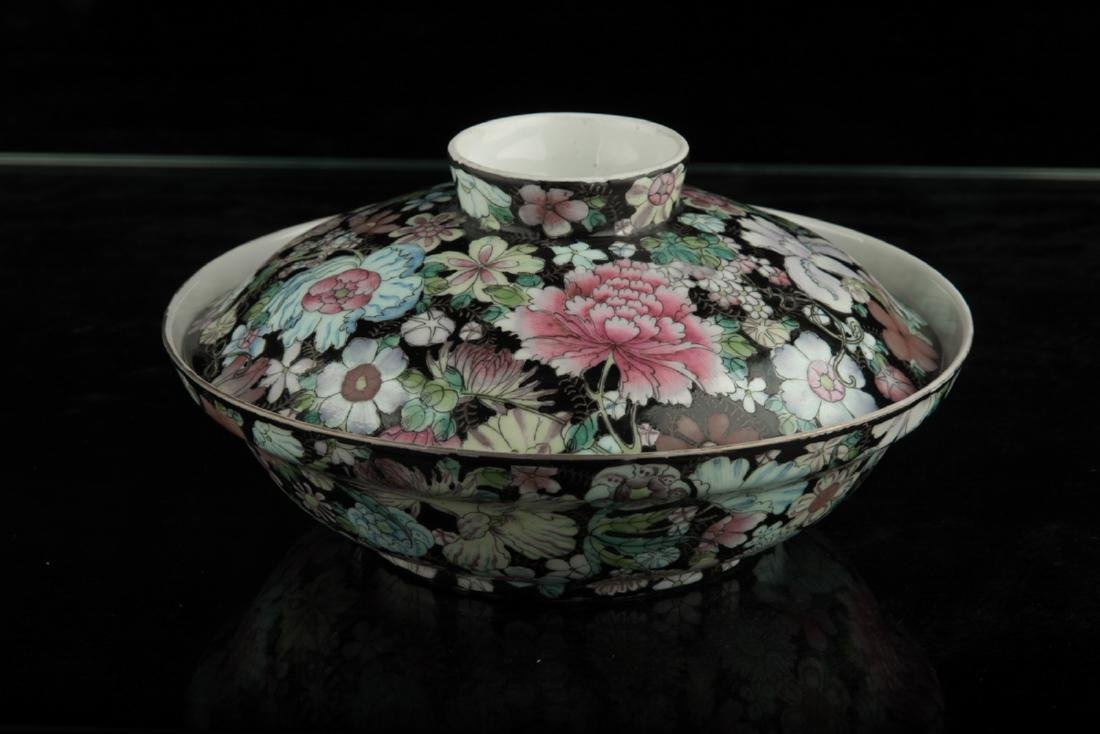 Chinese famille rose covered bowl