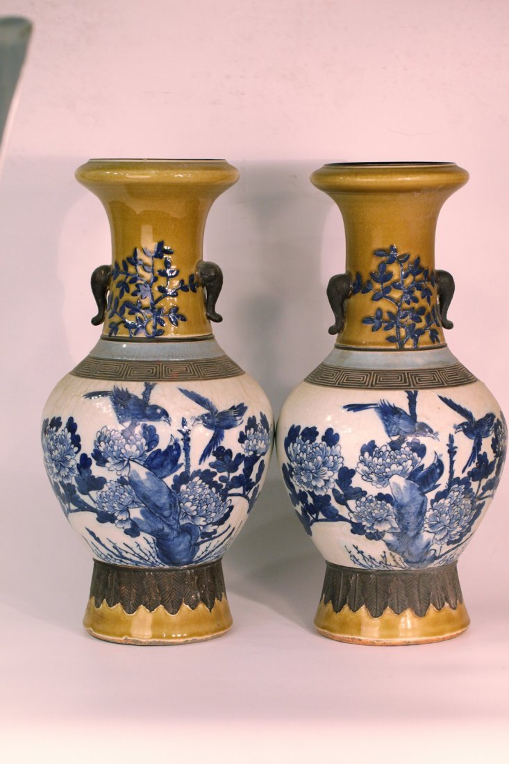 A pair of chinese blue&white vase