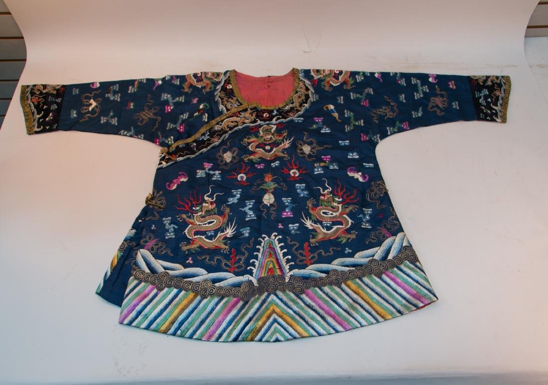 Chinese 18 century men's Robe with embroidered dragon