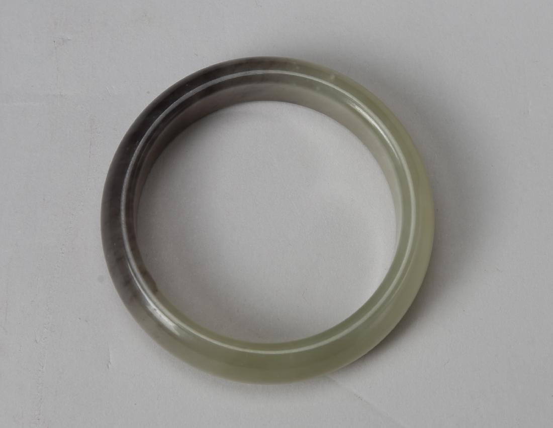 Hetian jade bracelet with a section has a violet color