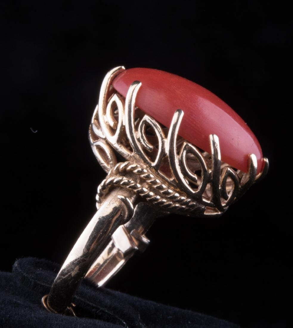 Vintage red coral ring. 14K