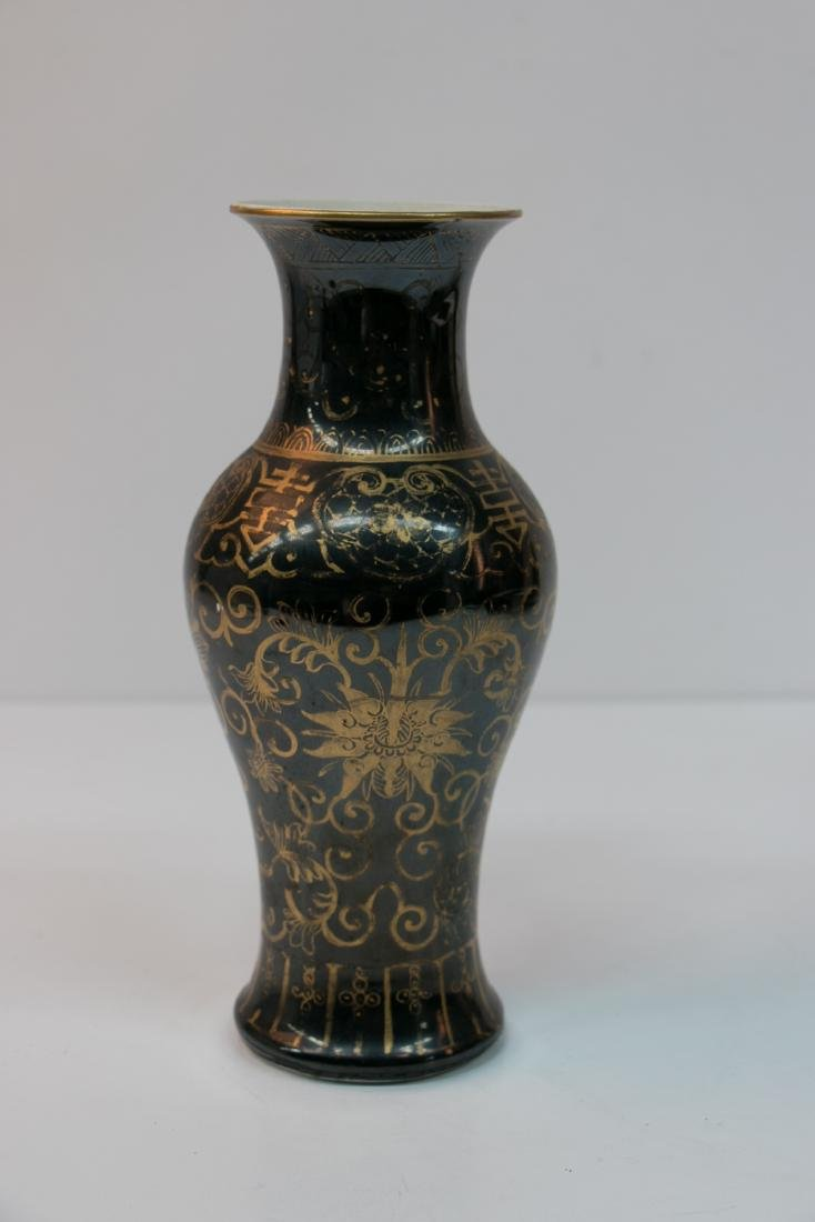 A chinese gold painting porcelain vase