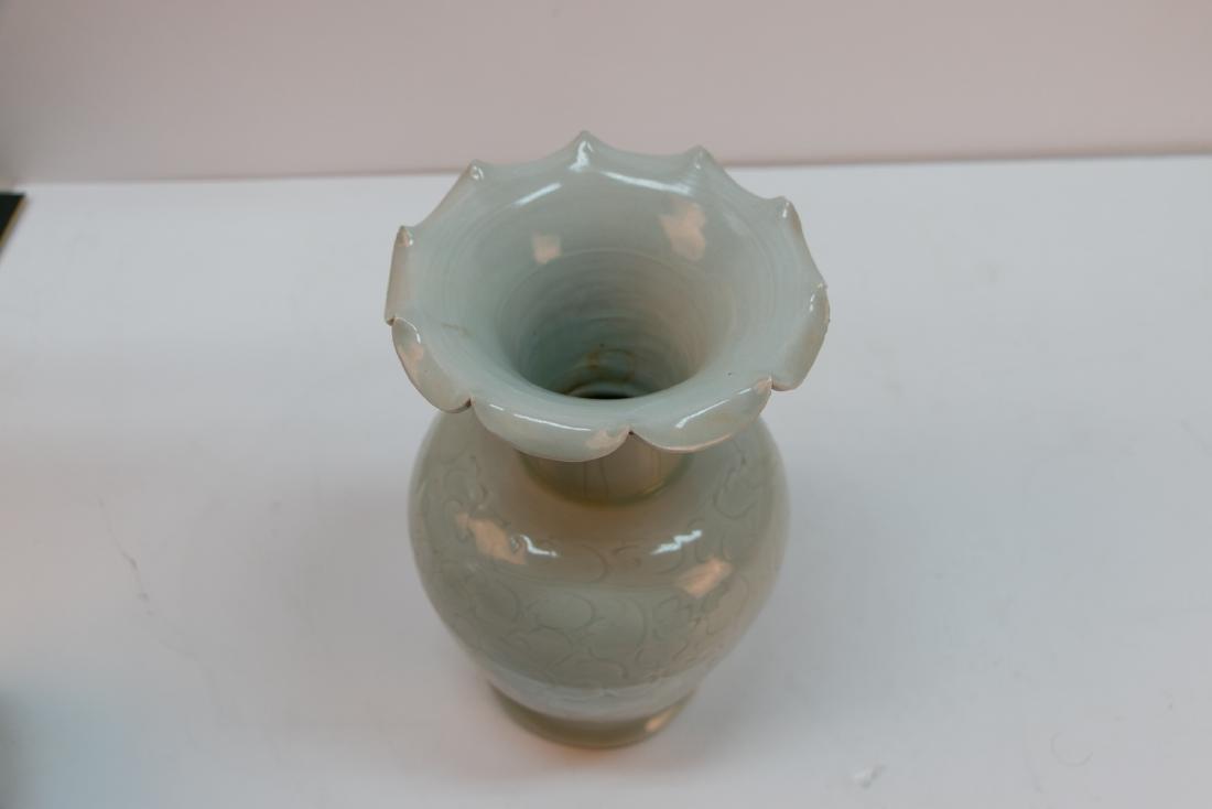A chinese green white glaze vase - 3