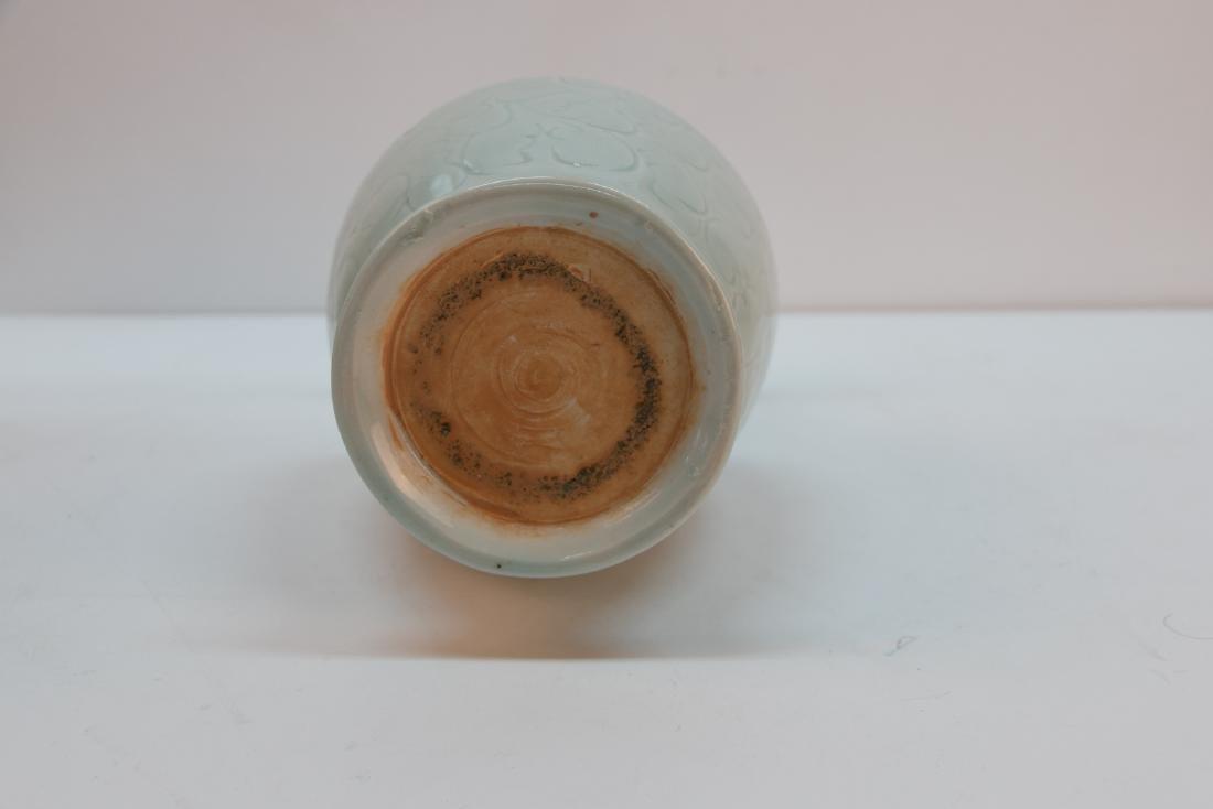A chinese green white glaze vase - 5