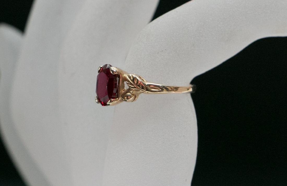 A 14k gold ruby ring - 10