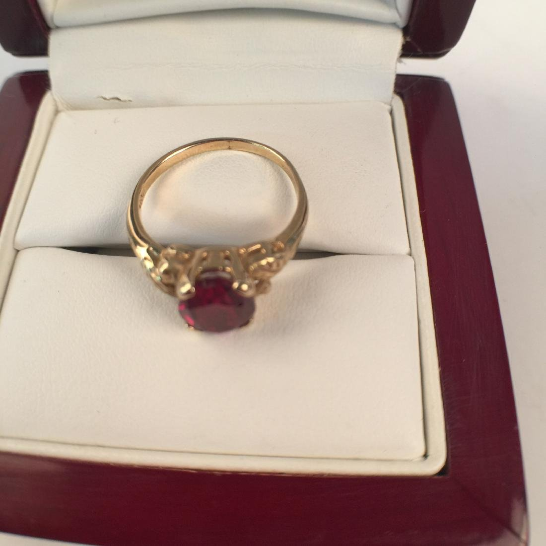 A 14k gold ruby ring - 4