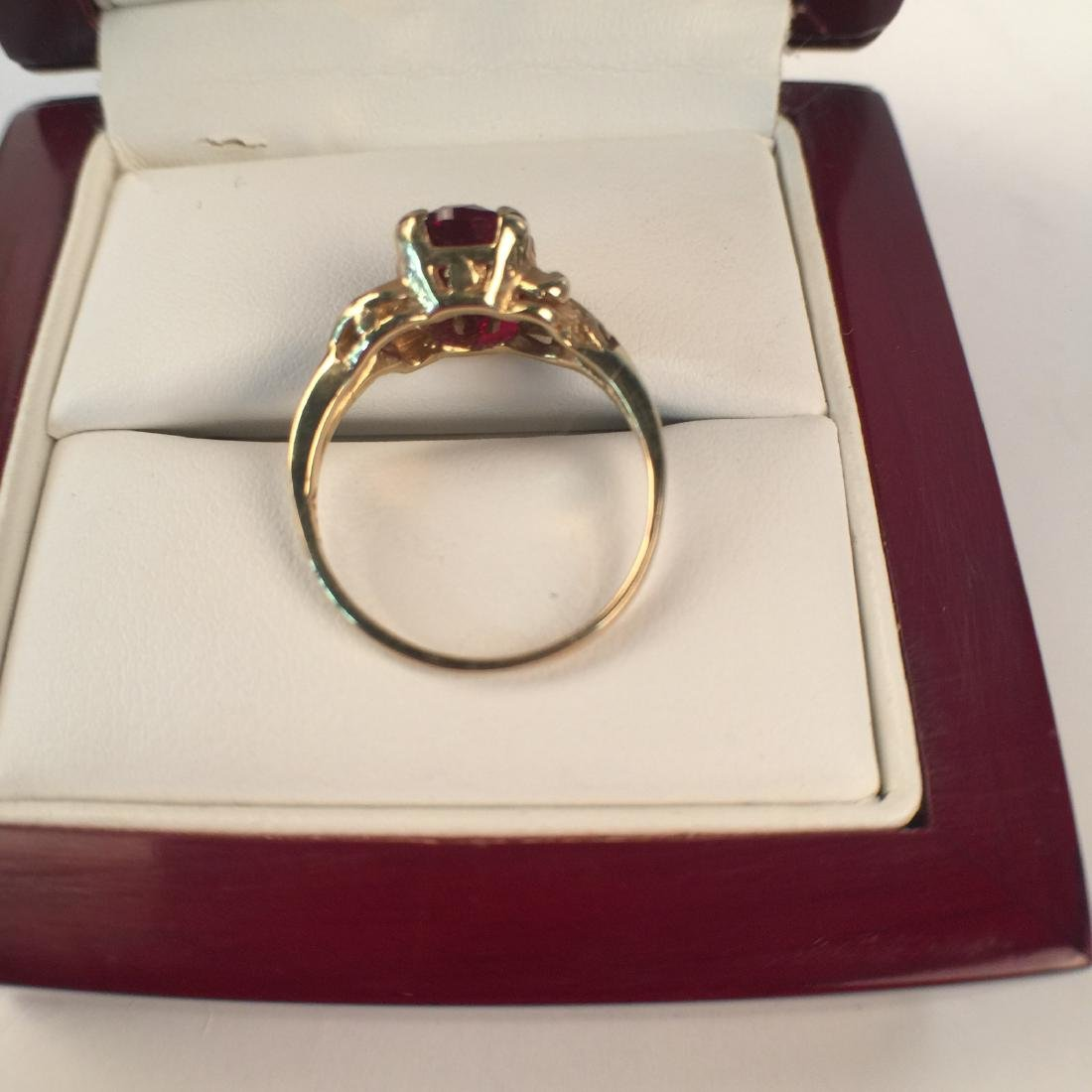 A 14k gold ruby ring - 5