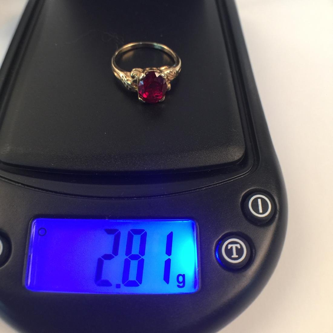A 14k gold ruby ring - 6