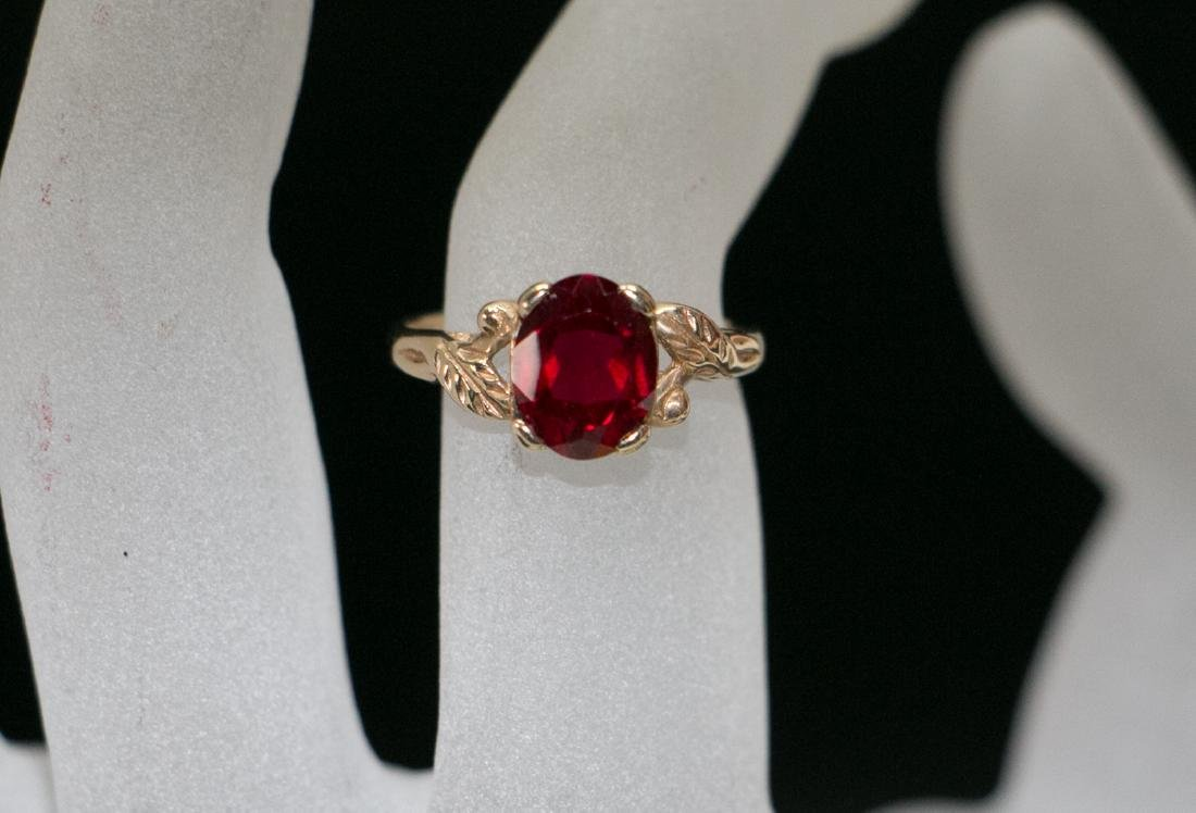 A 14k gold ruby ring - 9